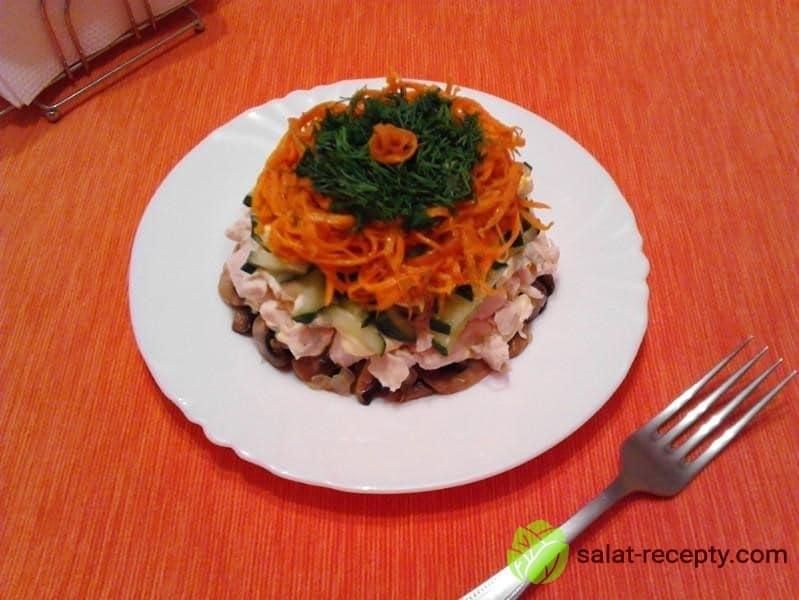 Салат Восторг с корейской морковью и курицей